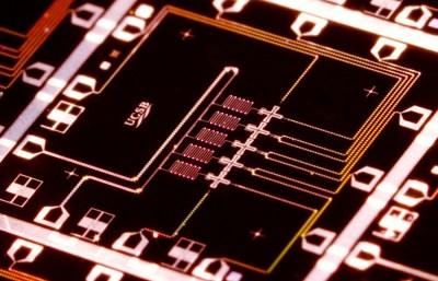 Qubit architecture