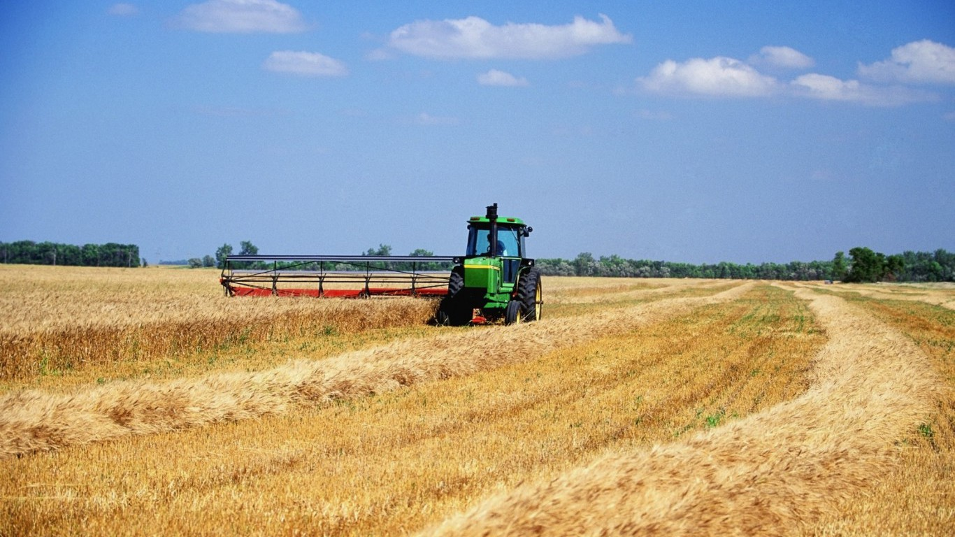 North Dakota (farm, tractor)