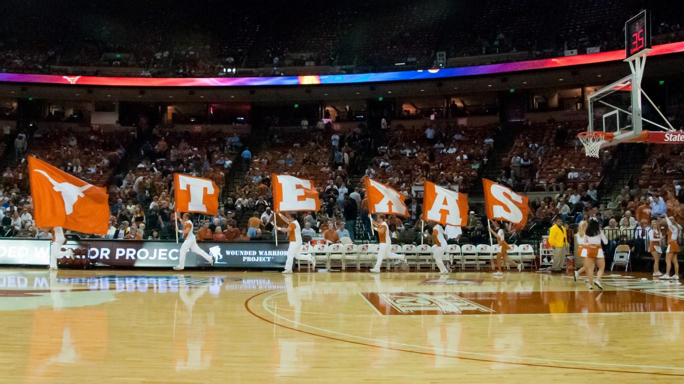 Texas_cheerleader_flags
