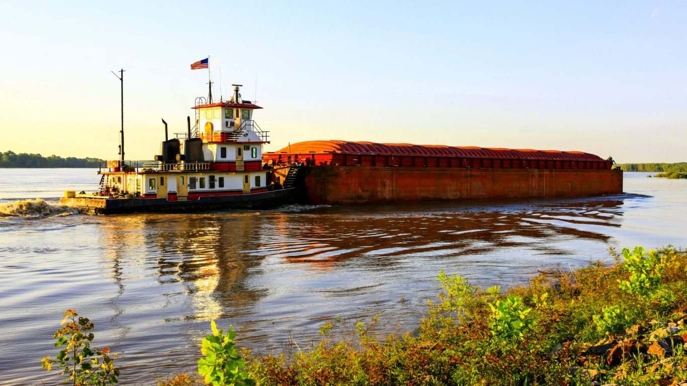 Mississippi, ditch boat pushing barge