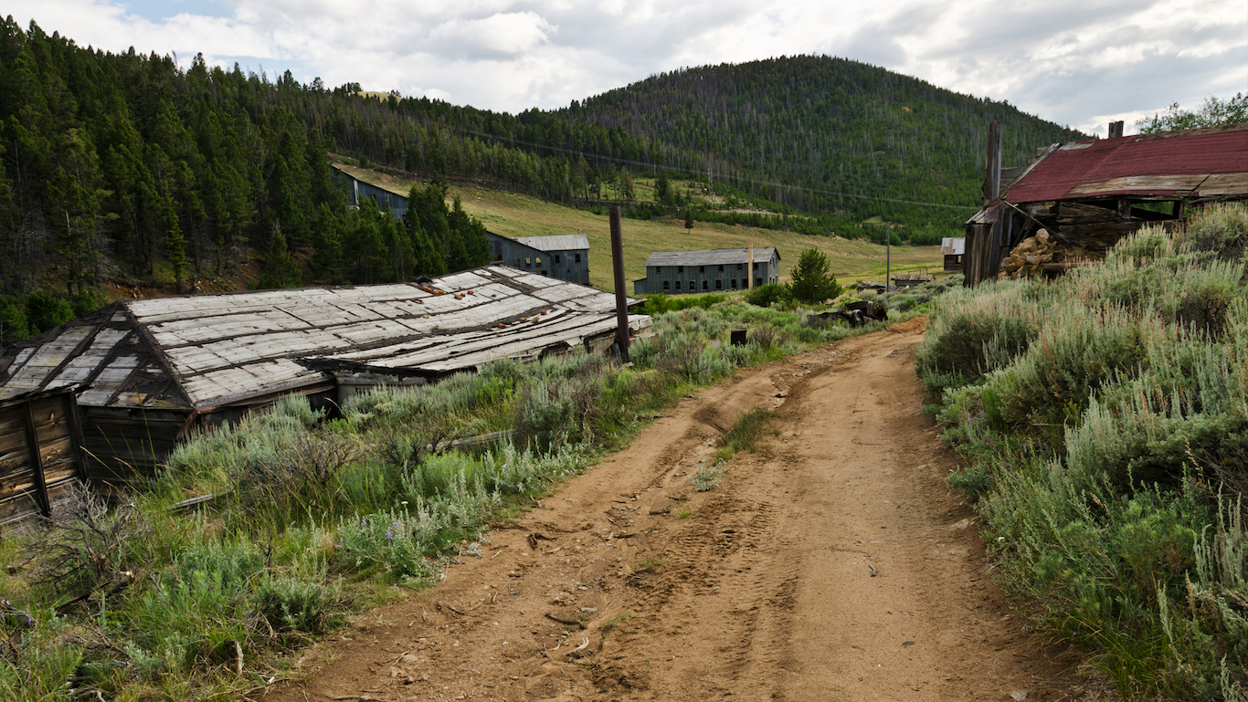Montana ghost town, dirt road