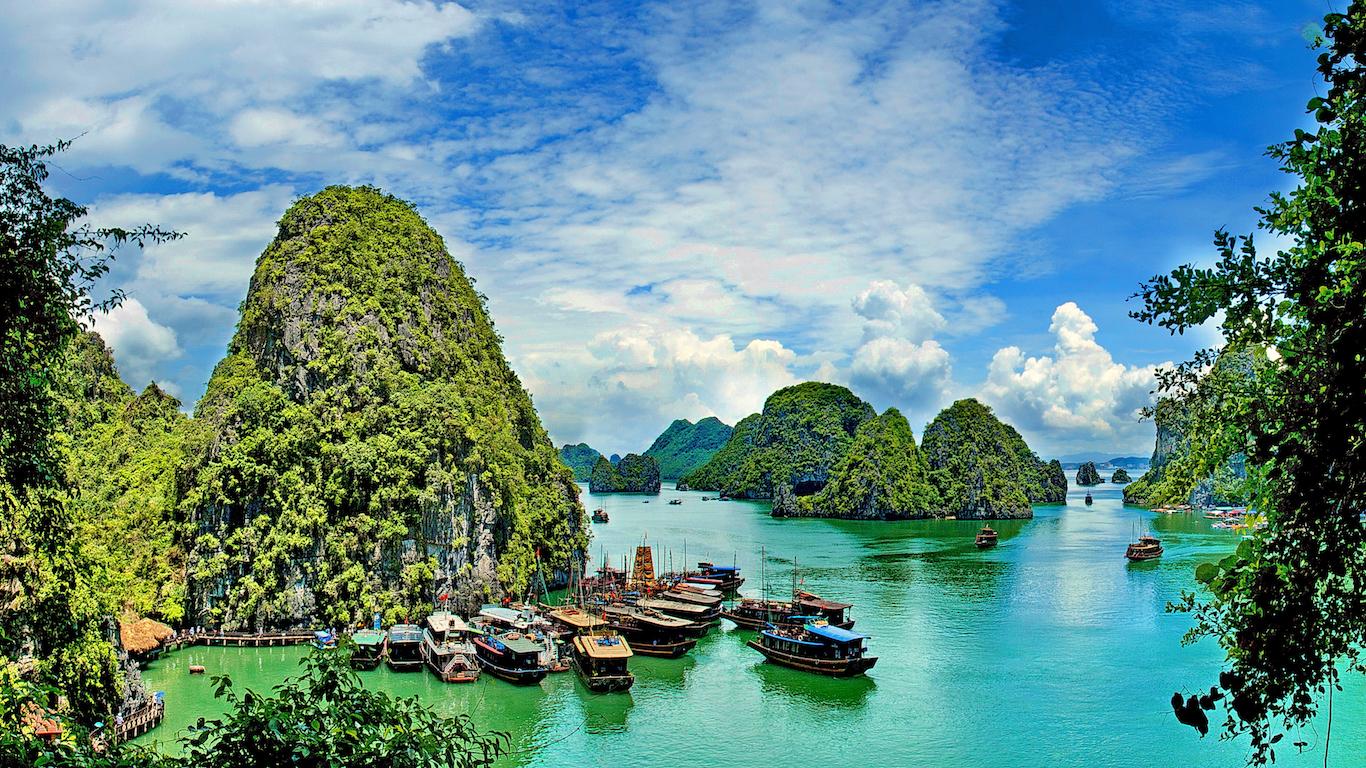 Beautiful summer seascape on sea gulf, Ha Long Bay, Vietnam