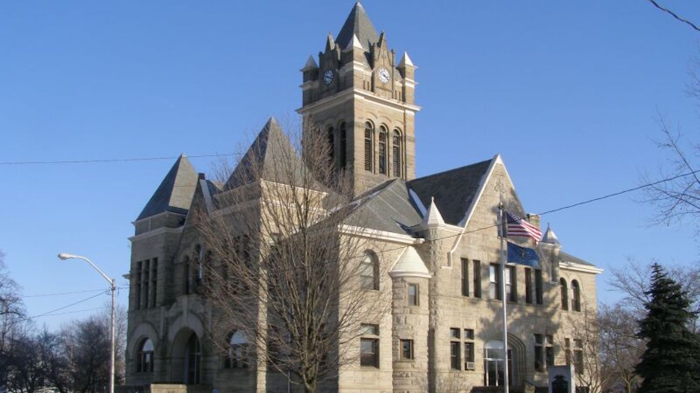 File:Pulaski County Courthouse Winimac Indiana P1300092.jpg by Chris_Light