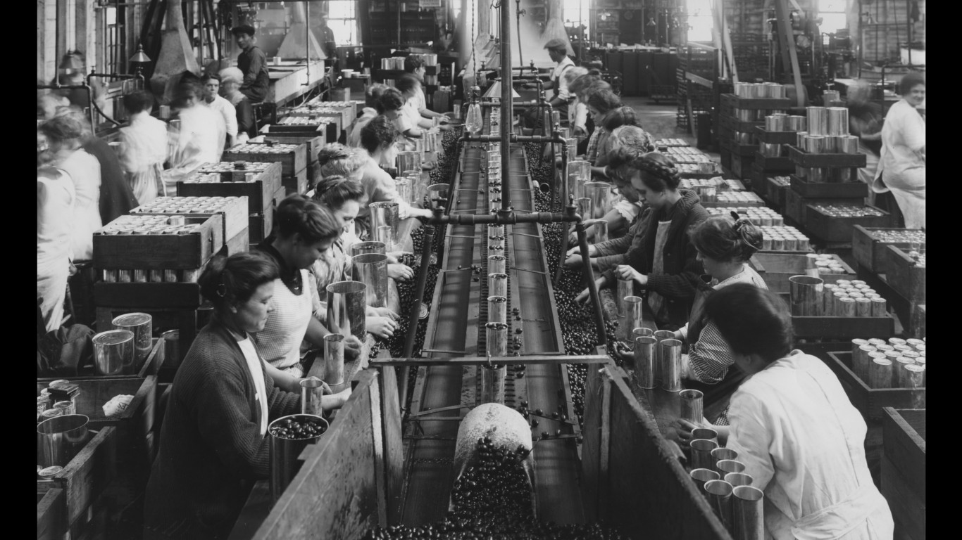 What It Was Like To Work In America S First Factories 24 7 Wall St
