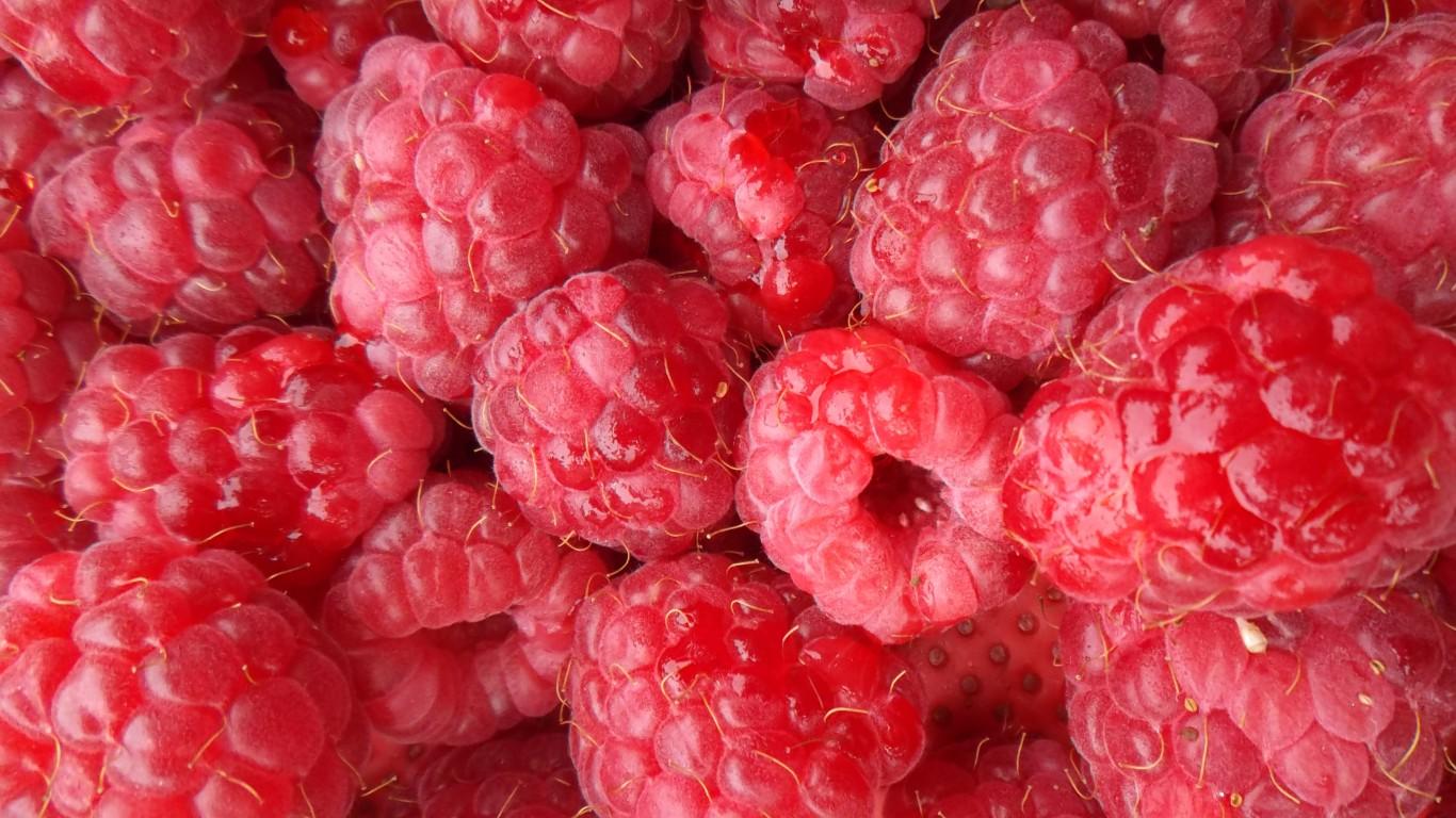 Raspberries by oatsy40