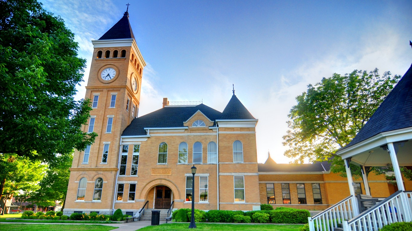Saline County Courthouse by Mike Norton