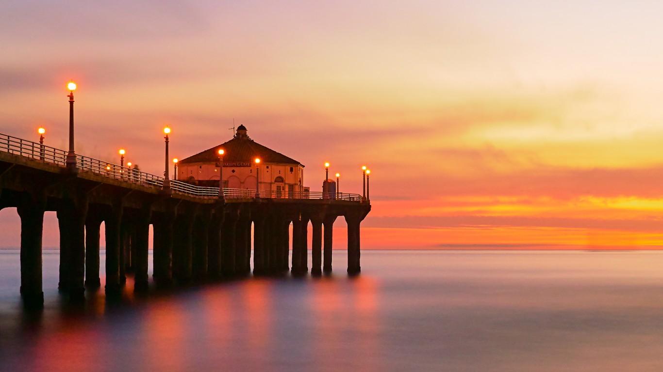 Manhattan Beach, California by Pedro Szekely
