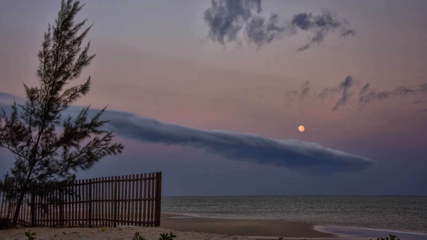 Early Morning, Mozambique Chan... by Rod Waddington