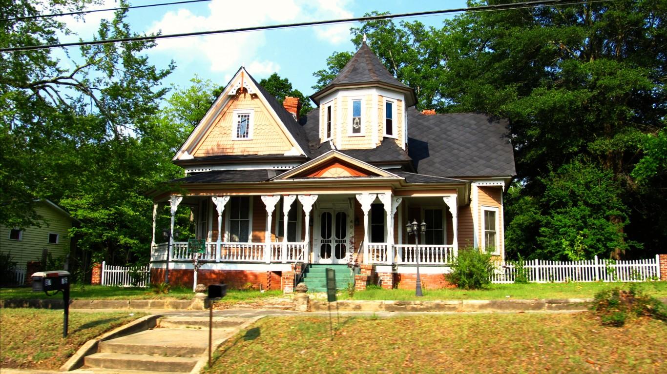 Home in Wrightsville, Georgia by Ken Lund